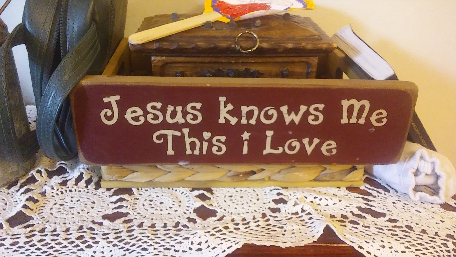 """Sign on table top display that reads """"Jesus Knows Me, This I Love"""""""